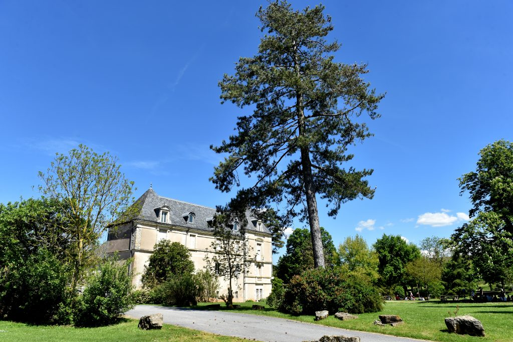 Le chateau, point central du domaine de Combelles